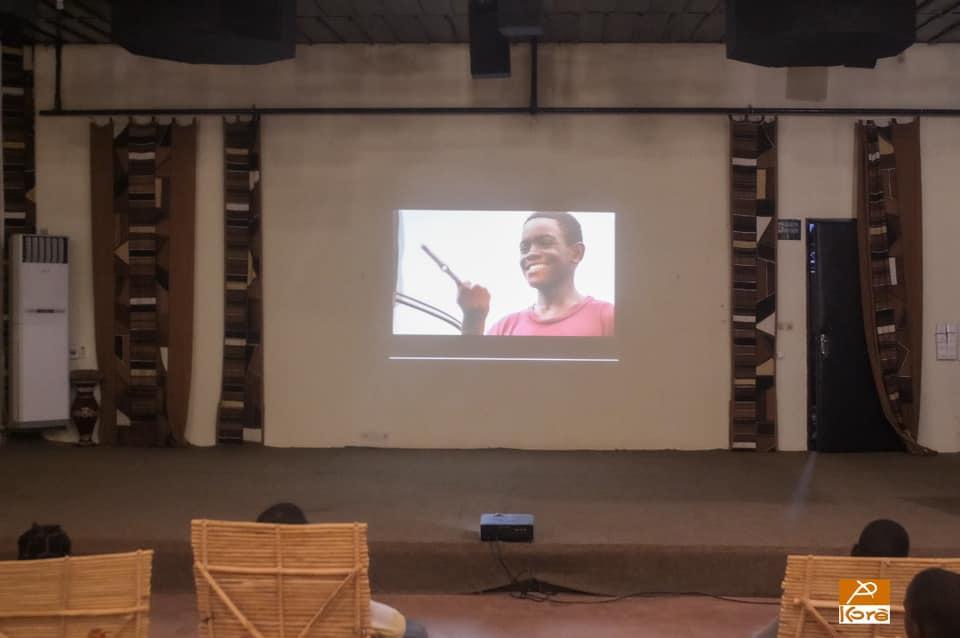 Kôrè ciné – Projection du film Dôle (L'argent) de Imunga Ivanga