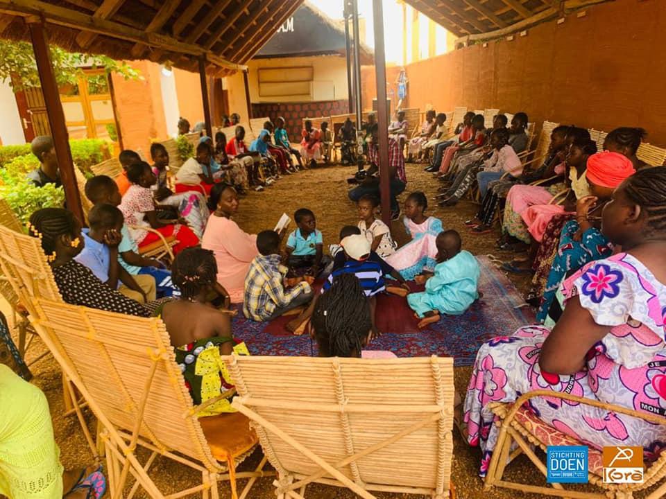 Séance de lecture avec les enfants à la Médiathèque Kôrè Cheikh Anta DIOP